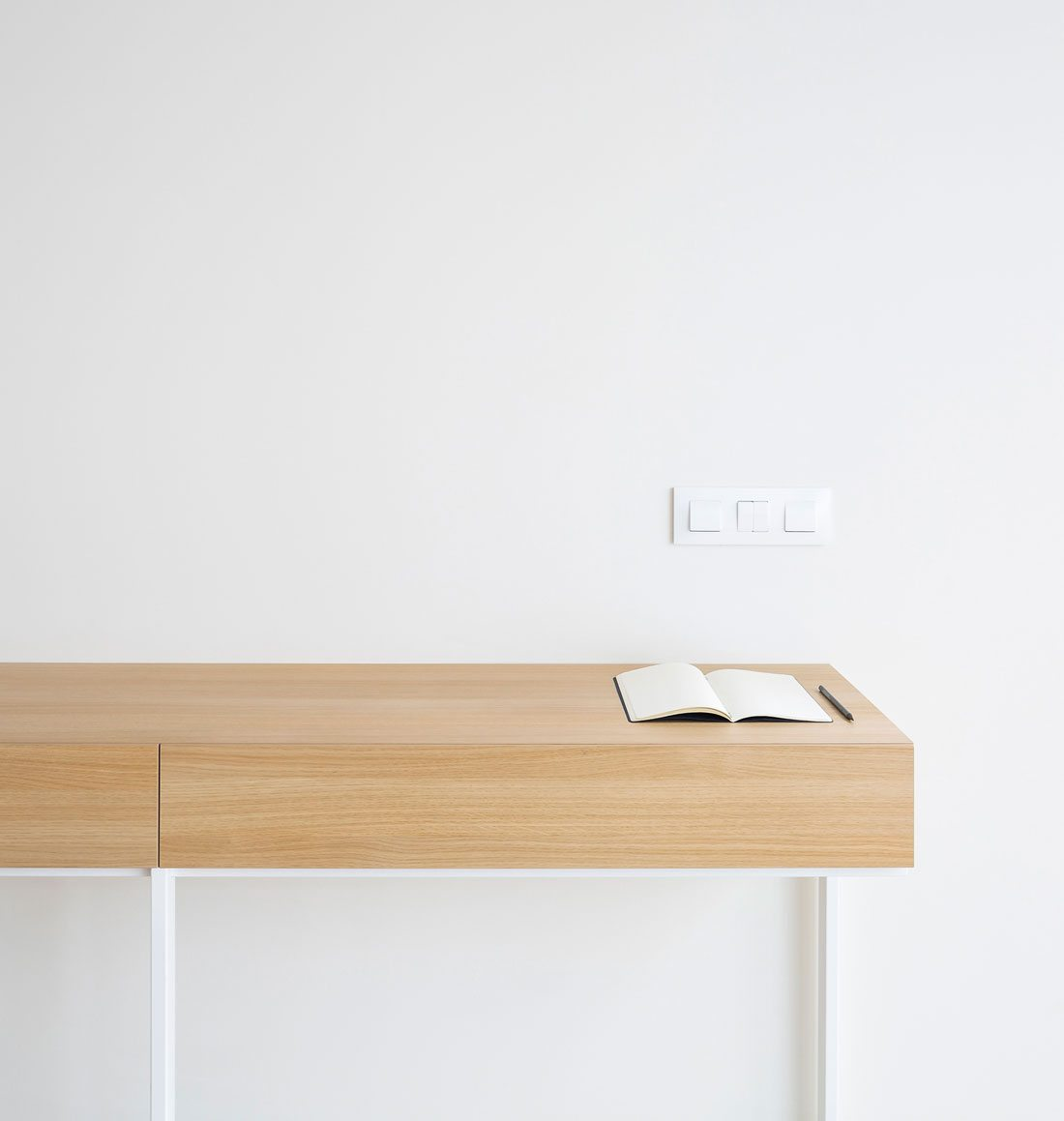 Interiores minimalistas : Interiorismo-valencia-reforma-adencia_de_viajes. escritorio_de_diseño.